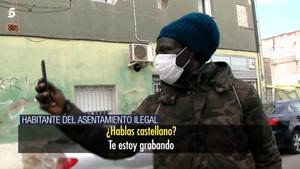Varios okupas de la nave de Badalona atacan a un reportero de El programa de Ana Rosa