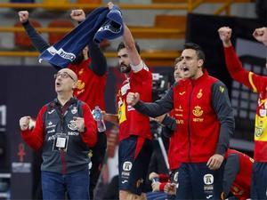 Ribera celebra la victoria junto a sus jugadores