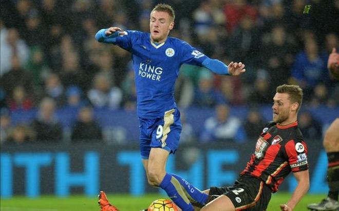 Vardy seguirá marcando goles para el Leicester durante  tres temporadas y media más