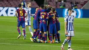 El Barça celebra un gol en el Camp Nou ante la Real