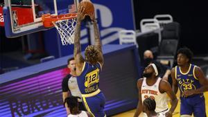 Kelly Oubre Jr., haciendo un mate durante el partido ante los Knicks