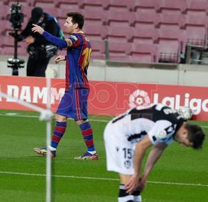 Imágenes del partido entre el FC Barcelona y el Levante UD correspondiente a la jornada 13 de LaLiga, disputado en el Camp Nou, Barcelona.