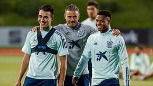 Eric García y Ansu Fati, con Luis Enrique en la selección