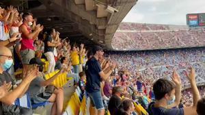 ¡Qué emocionante! El Camp Nou, en pie y entre aplausos para recibir a Ansu Fati