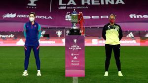Así han posado las capitanas de Barça y Logroño en la previa de la Copa de la reina