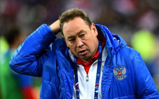Slutski anunció su marcha minutos después de concluir el partido ante Gales