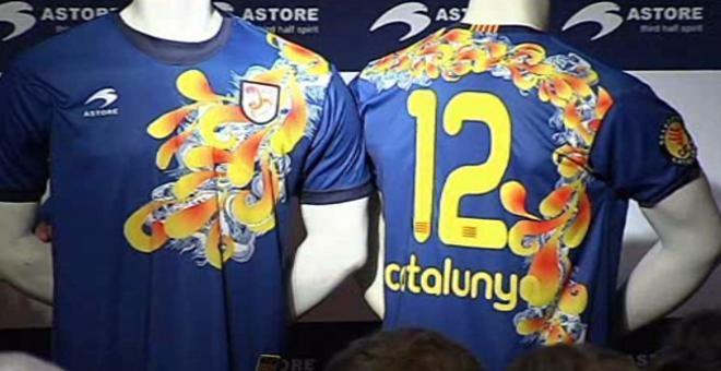 Cruyff estuvo en la presentación de las camisetas de la selección catalana