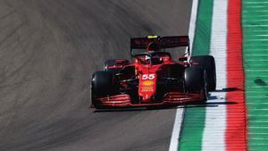 Sainz, cuarto en su primer día en Imola con el Ferrari