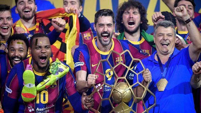 Xavi Pascual, con el equipo tras ganar la Champions