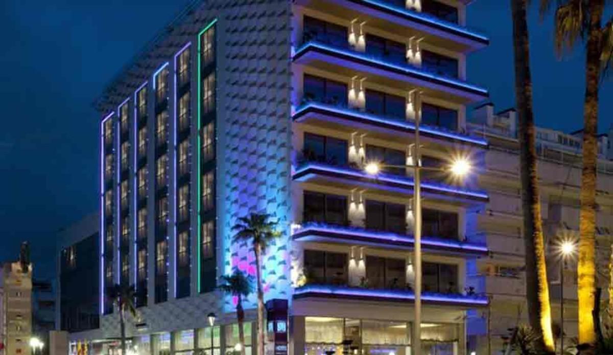 La fachada principal del hotel