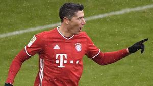 Robert Lewandowski celebrando su gol número 21 de la temporada en la Bundesliga