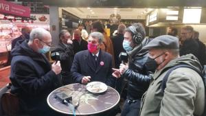 Joan Laporta entrevistado en el Mercat de la Boqueria