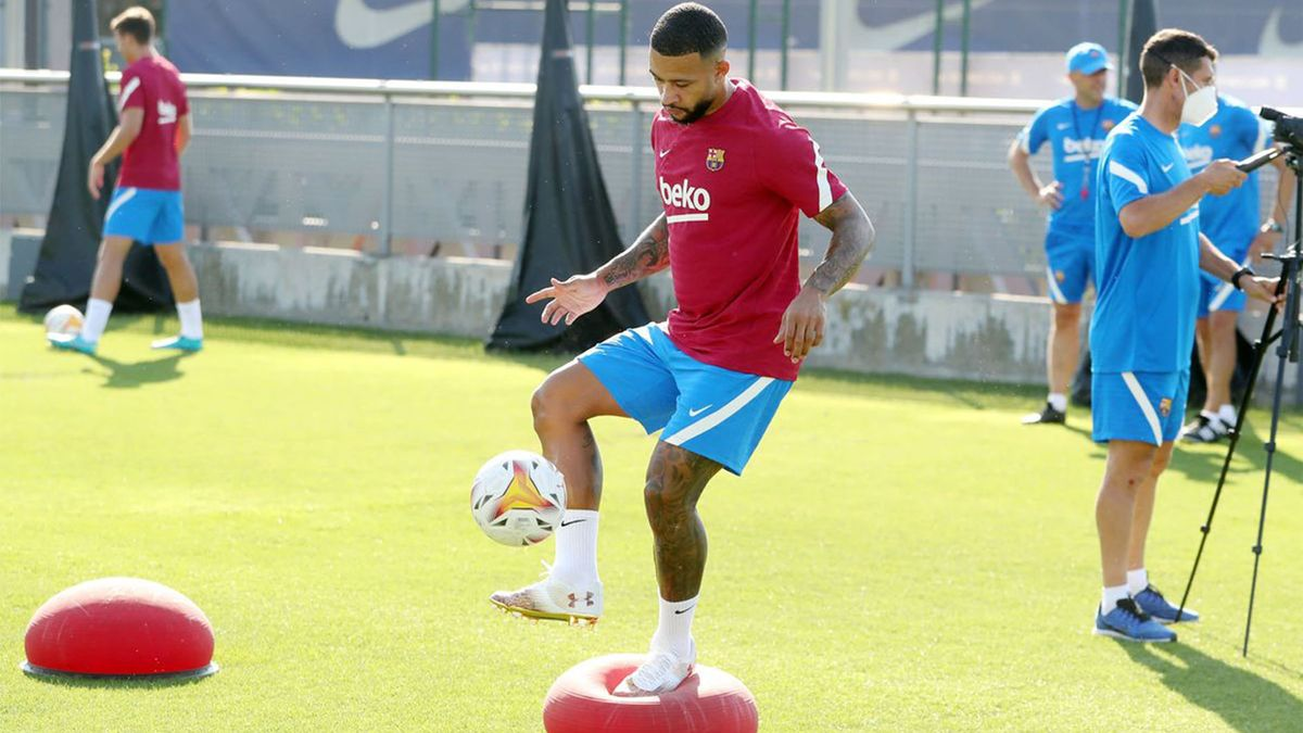 Así ha sido el primer entrenamiento de Memphis Depay como jugador del Barça