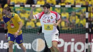 Alex Dujshebaev celebra un gol ante Suecia