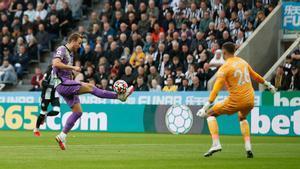 Harry Kane marcó uno de los goles que doblegó al Newcastle