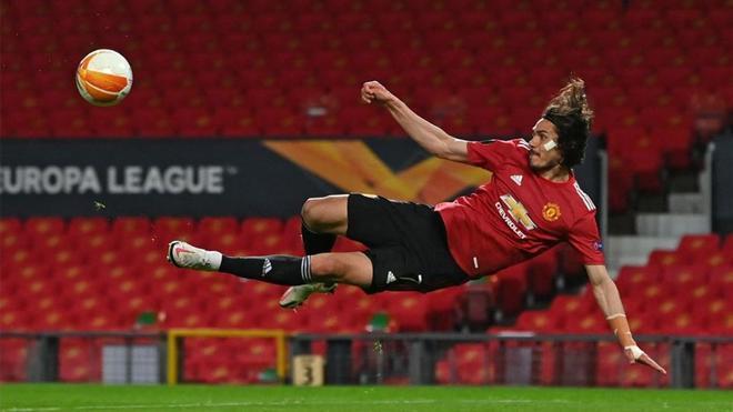 Cavani, en una acción con el United