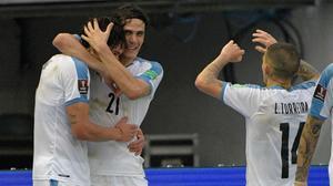 Luis Suárez y Cavani enderezan el rumbo de Uruguay ante Colombia