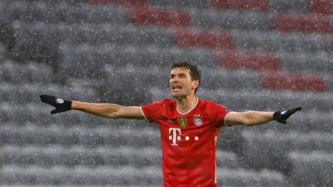 Müller marcó, de cabeza, el gol del empate...temporal