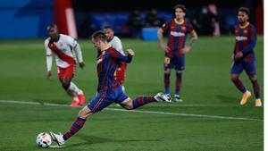 Así marcó de penalti Rey Manaj el primero de los dos goles a LHospitalet