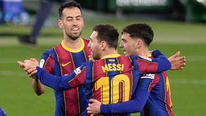 Messi, Busquets y Pedri celebran un gol del Barça
