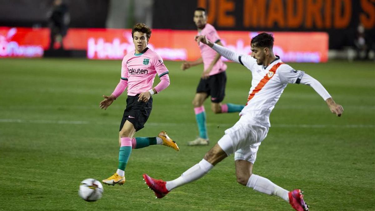Riqui Puig fue titular ante el Rayo... ¡y la escuadra evitó su gol!
