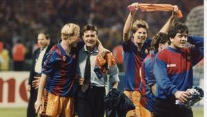 Cristóbal Parralo junto a Ronald Koeman durante la celebración más importante de la historia del Barça en Wembley 92