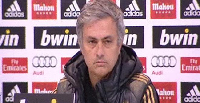 Mourinho, escueto y a la defensiva en la rueda de prensa