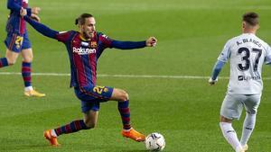 Mingueza corta un balón en el Barça - Valencia