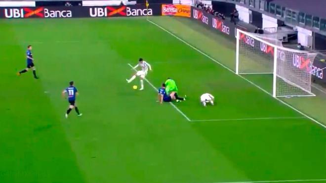 ¿Qué pretendía hacer Morata? Quiso lucirse con un gol de tacón y terminó haciendo el ridículo