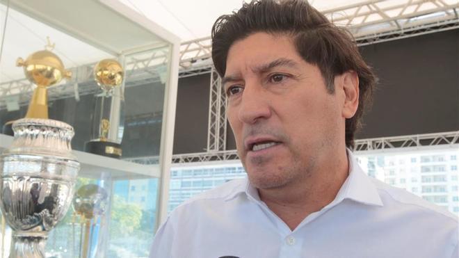 Iván Zamorano, hablando con los medios