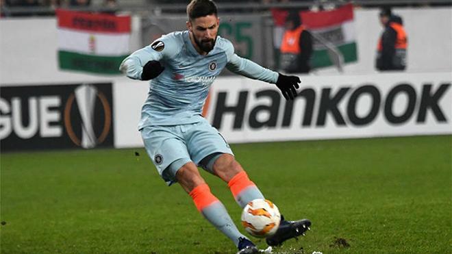 Giroud el quitatelarañas: Así clavó está falta directa el delantero del Chelsea
