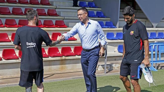 Bartomeu saluda a Leo Messi en la Ciutat Esportiva