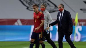 Canales se retira lesionado en el partido ante Alemania