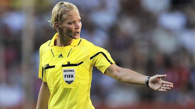 Bibiana Steinhaus, la primera mujer árbitro que estará en la Bundesliga