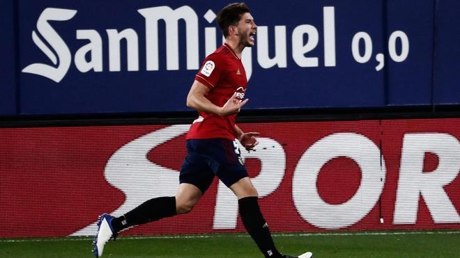 El defensa de Osasuna David García festejando un gol al Huesca