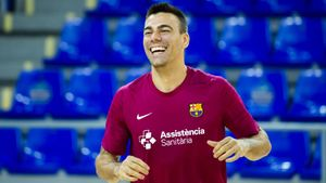 ¡Lozano vuelve a entrenarse con el grupo ocho meses después!