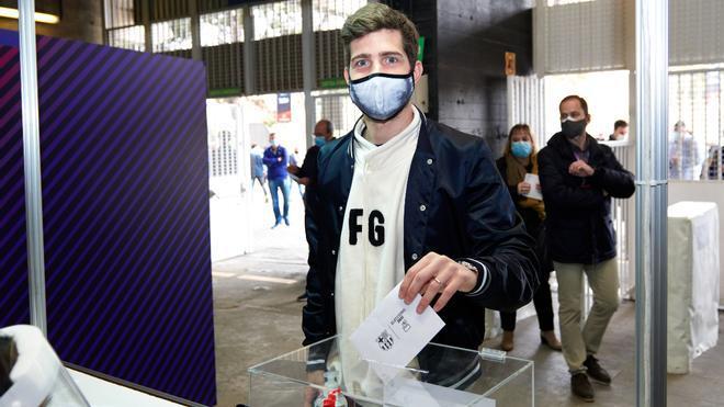 Sergi Roberto, todavía recuperándose de su lesión, durante la mañana en el Camp Nou