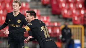 ¡Qué fácil lo hace! Así fue el primer gol de Messi ante el Granada