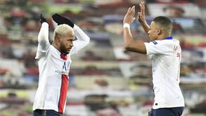 Neymar y Mbappé lideraron al PSG en Old Trafford.
