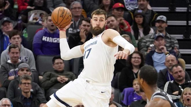Memphis negocia con los Pelicans la salida de Valanciunas por Adams y Bledsoe