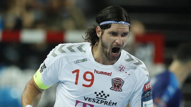 Laszlo Nagy en un partido con el Veszprém