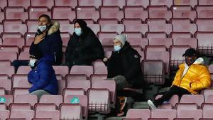 Los jugadores lesionados y sancionados vieron el partido en la grada