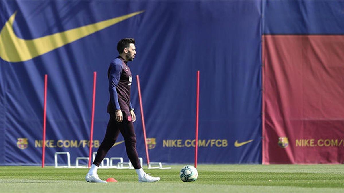 Eder Sarabia copó todas las miradas en el entrenamiento del Barça