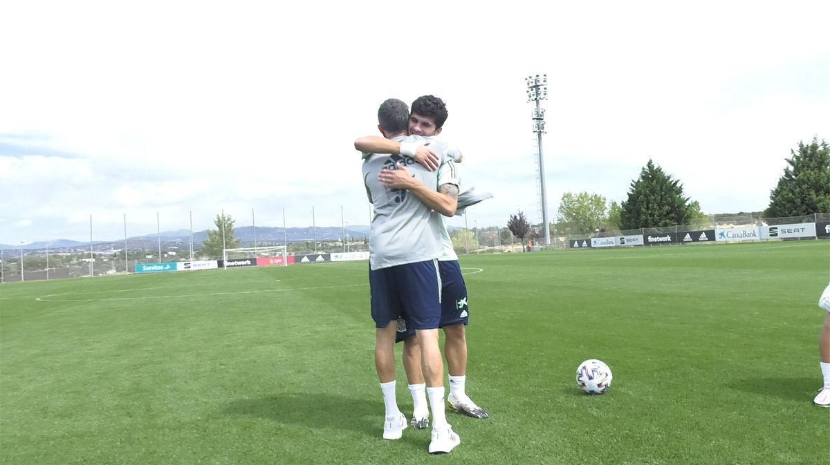 Luis Enrique saluda a Aleñá en la convocatoria con la Sub-21