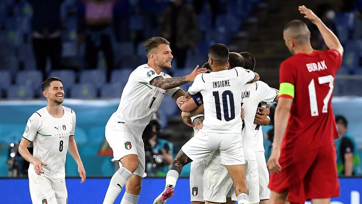 Italia celebra uno de los goles ante Turquía