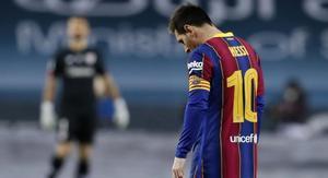 Un expulsado Messi sentenció la desafortunada última experiencia del Barcelona en el campo de juego