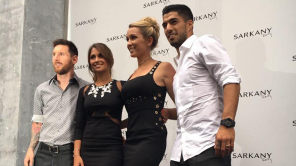 Messi, Antonella, Sofía y Suárez, este miércoles en la inauguración de la Boutique Sarkany