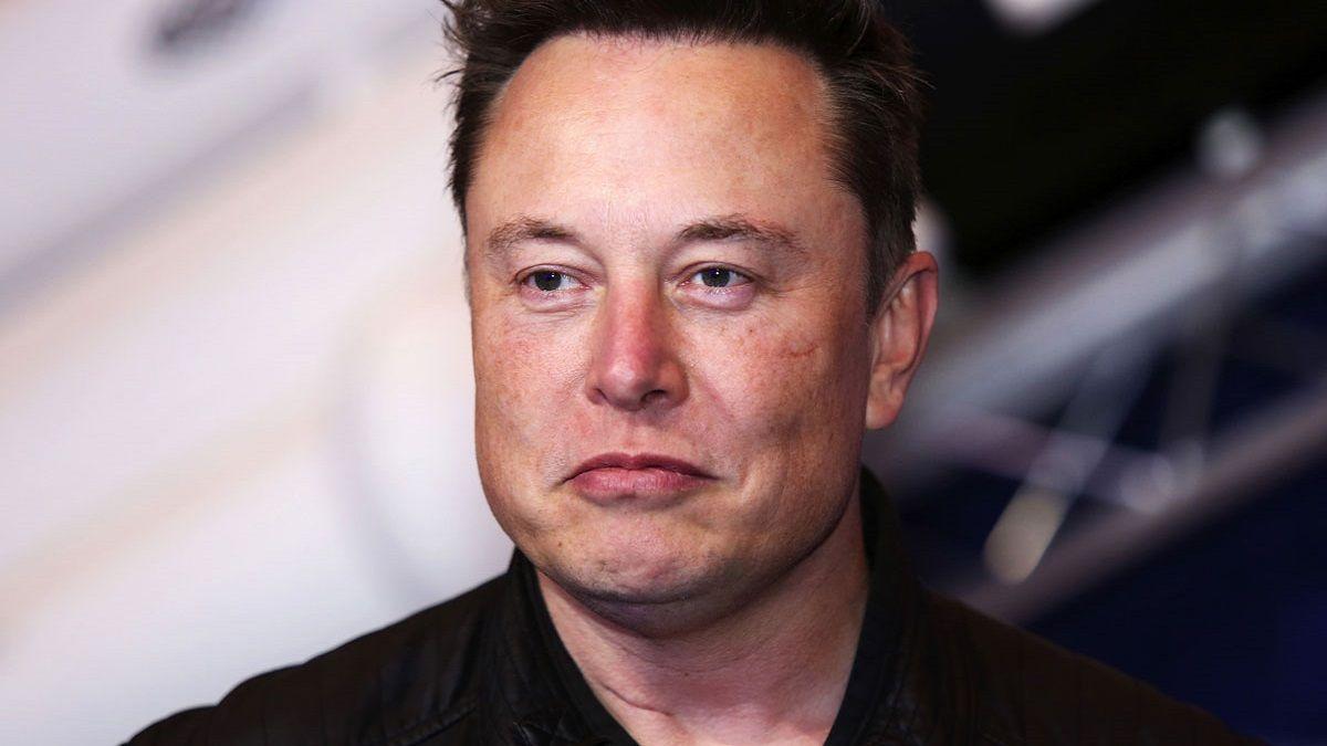 Elon Musk ya no será el community manager de Tesla