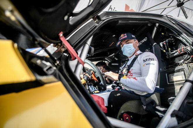 Sainz , dispuesto a repetir victoria en el Dakar 2021
