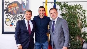 Carlos Ortiz, junto a Joan Laporta y a Aureli Mas